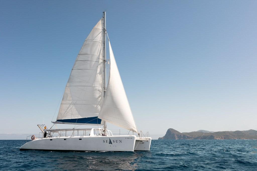 fotografia profesional publicitaria del exterior de un catamaran para pasajeros navegando en las aguas de ibiza