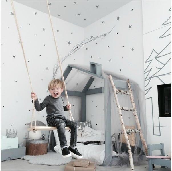 Schommel in huis kinderkamer interiorqueen