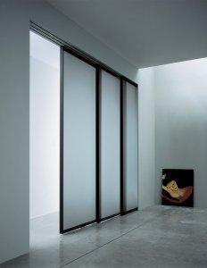 šiuolaikinio dizaino stumdomos durys