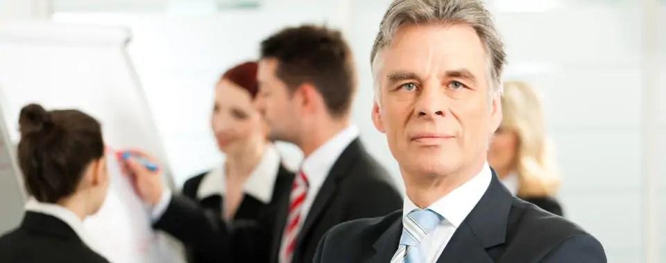 Un ejecutivo senior como perfil de cliente de coaching ejecutivo el cual es uno de los tipos de coaching que existen