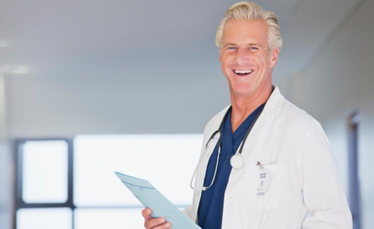 Se negó a creer al ginecólogo cuando le dijo que su hija estaba embarazada, la respuesta del médico fue genial