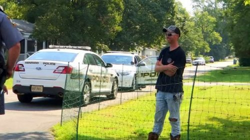 FENCE 1 1536153471353 12862777 ver1.0 640 360 500x281 Get off my lawn: Man installs electric fence to keep kids away