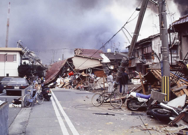 an image showing the impact of the Kobe earthquake