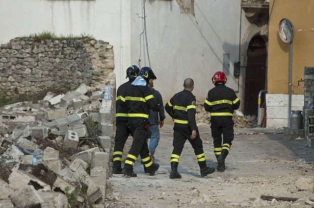 an image showing a rescue team at the site of an earthquake