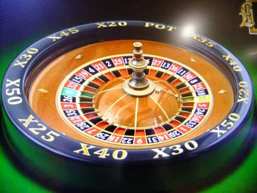 チップの賭け方で変幻自在のルーレット