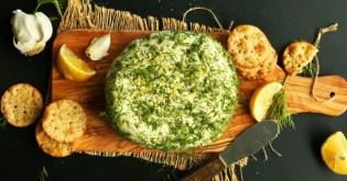 domaci vegansky kesu syr s cesnekem a bylinkami
