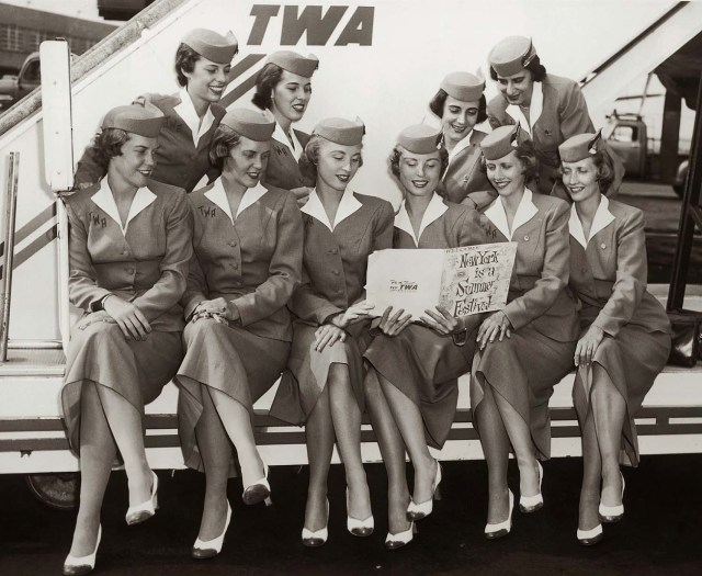 retro-uniforms-of-flight-attendants-8