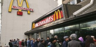 Opening of the first McDonalds in USSR