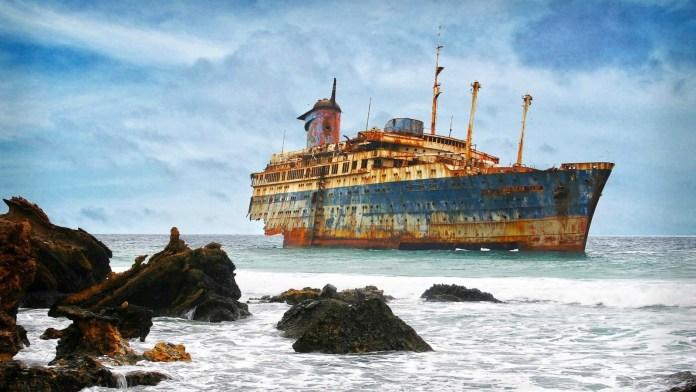 abandoned_ships_at_sea (11)