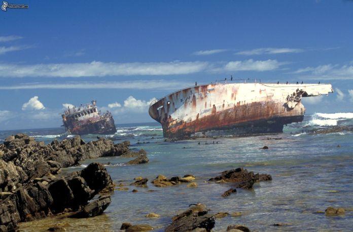 abandoned_ships_at_sea (9)