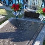 elvis presley gravestone