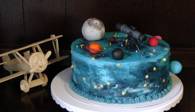 Space lover creative cake idea