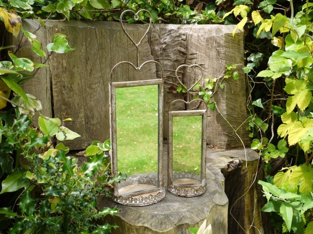 Enlarge your garden with mirrors