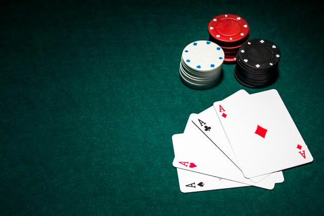 Stringing Bets in Poker