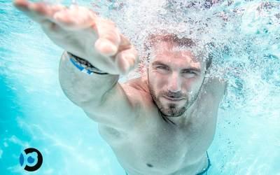 ¿Es bueno nadar con las lentes de contacto?