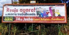"""Servidores municipais de Vinhedo convocam Greve Geral em outdoors pela cidade: """"Reaja agora ou morra trabalhando!"""""""
