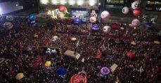 13 de Agosto, manifestação, multidão, pessoas na rua, defesa da educação, pessoas a noite, vista aérea