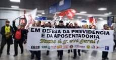 Centrais Sindicais realizam pressão em Deputados no Aeroporto de Porto Alegre