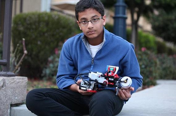 Un niño de 12 años crea con piezas de LEGO una impresora Braille