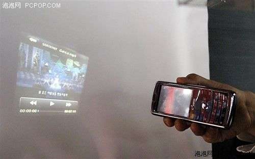 Chinese phone with built-in projector - pic 3