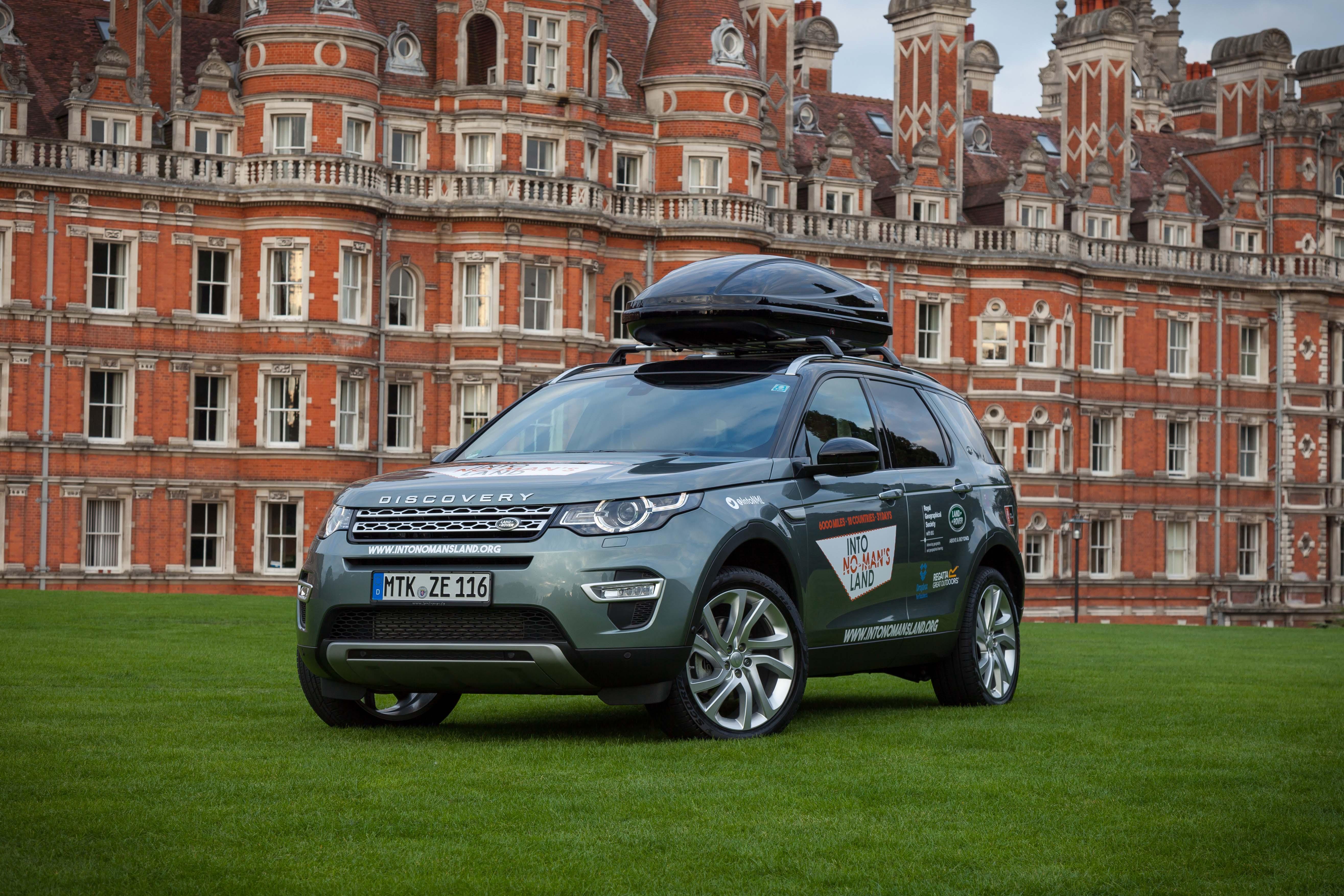 Preparing the Land Rover Into No Mans Land