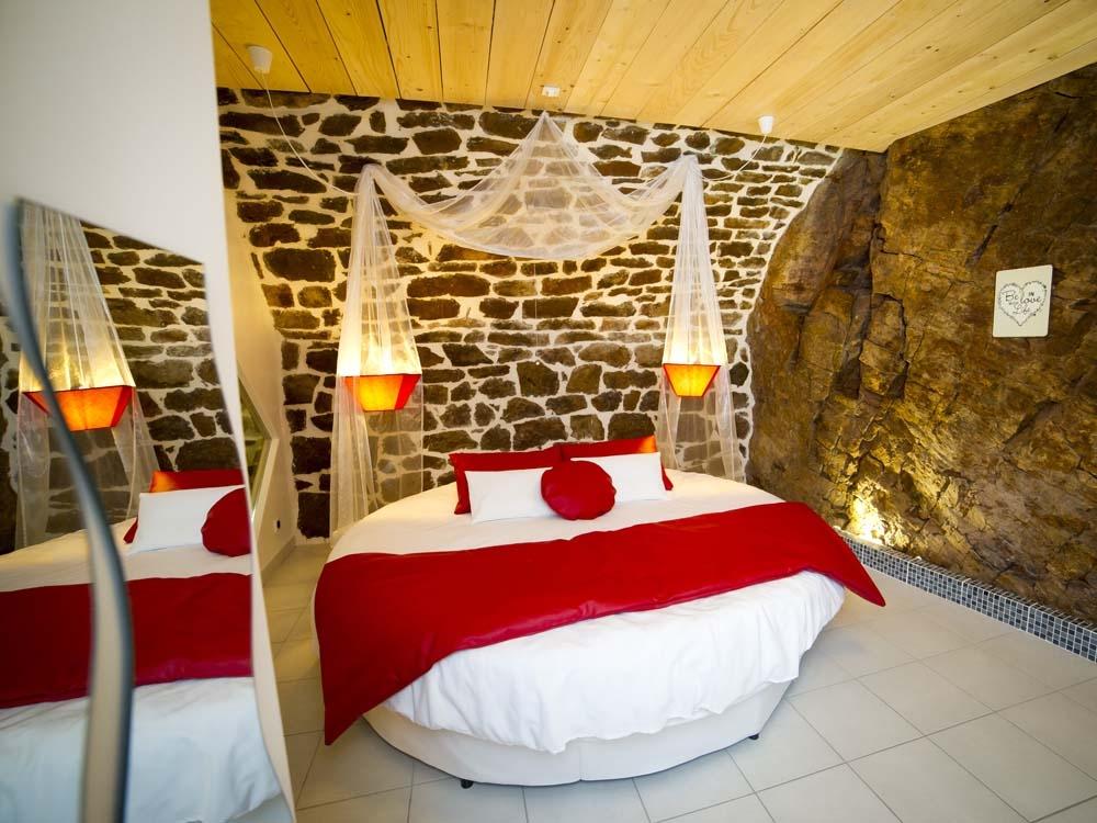 Suite Romantique Et Insolite Avec Spa En Aveyron Introuvable