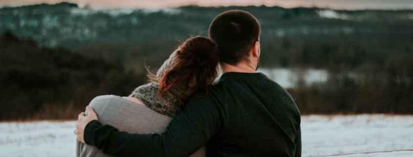 5 sinais para os introvertidos de que eles estão no relacionamento certo