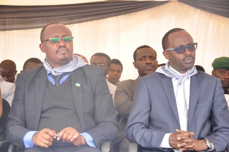 Mayor Aimable wa Kamonyi na Guverineri Munyantwali w'intara y'amajyepfo.