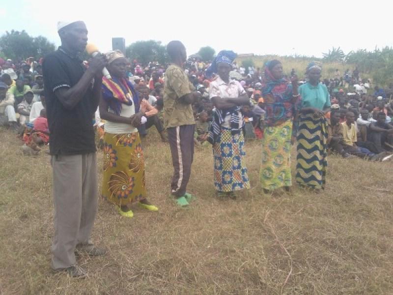 Abaturage babaza ibibazo intumwa zabo mu nteko ishinga amategeko umutwe wa Sena.