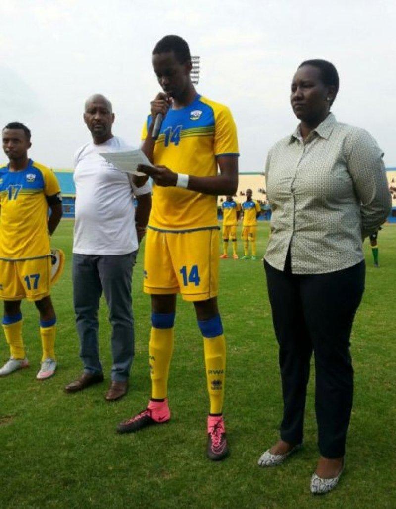 Ian Kagame hagati ya Minisitiri Uwacu na Nzamwita degaulle.