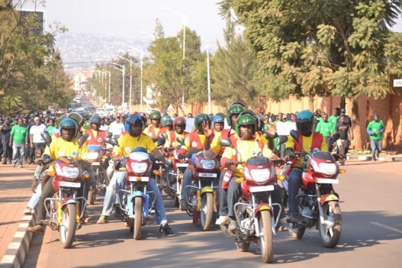 Abamotari bifatanije na Polisi n'umujyi wa Kigali mu rugendo rushyigikira Isuku n'umutekano.