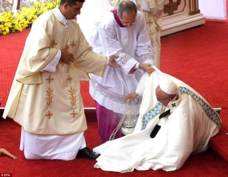 Ubwo Papa Francis yarimoyegurwa.