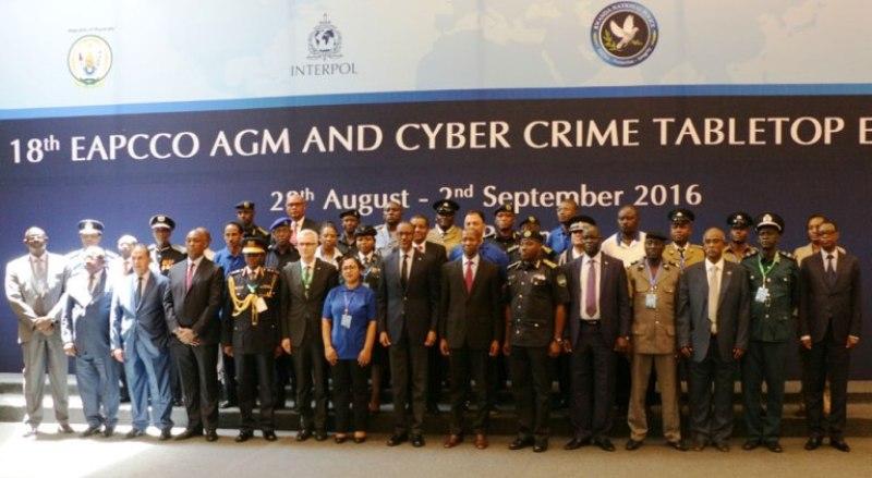 Ifoto rusange hamwe na Perezida Paul Kagame.