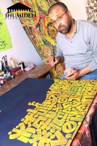 كاليغرافيا حرف تيفيناغ، شغف الفنان الشّاوي نذير جبّار - الصورة للصحفي : رشيد حماتو