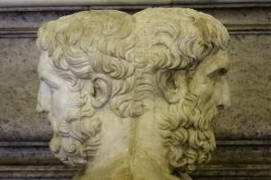 Janus est représenté avec deux visages opposés