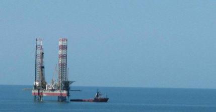 Nuovo regalo ai petrolieri: stop a imposte su piattaforme offshore