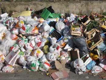 Permesso? Ci sono anche i 13 mila precari ex ATO rifiuti. Chi li pagherà?