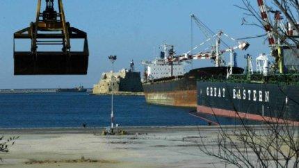 Incredibile: nessuno controlla le navi che scaricano il grano estero in Italia... E noi mangiamo!