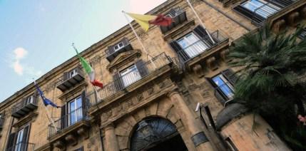 Emergenza rifiuti, 50 sindaci si auto convocano a Palazzo d' Orlèans