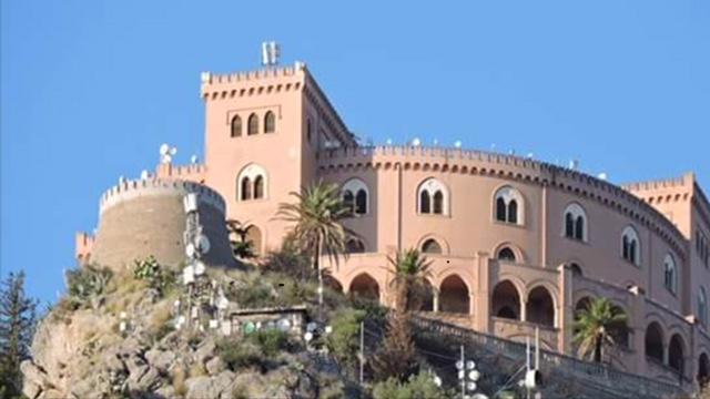 Il castello Utveggio? Tra degrado e antenne rischia di diventare il Muos di Palermo! (photogallery)