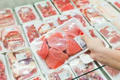 Carne infetta sulle tavole dei siciliani? La denuncia dell'europarlamentare grillino Ignazio Corrao