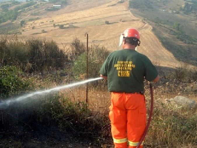 La gestione dell'Antincendio boschivo in Sicilia? Semplicemente ridicola! -  I Nuovi VespriI Nuovi Vespri