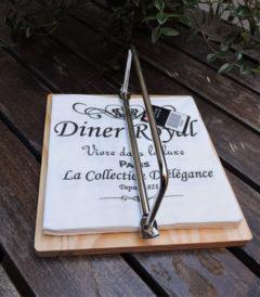 Foto 1 - Servilletero de madera y metal, completa.