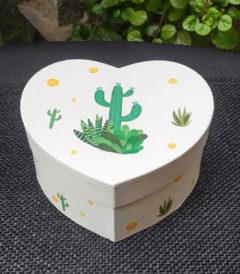Foto 1 - Caja con diseño cactus, cerrada, vista frontal