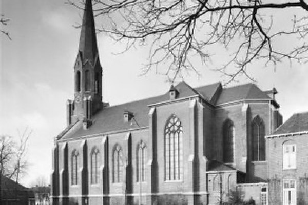 De kerk van Vasse aan de Denekamperweg.