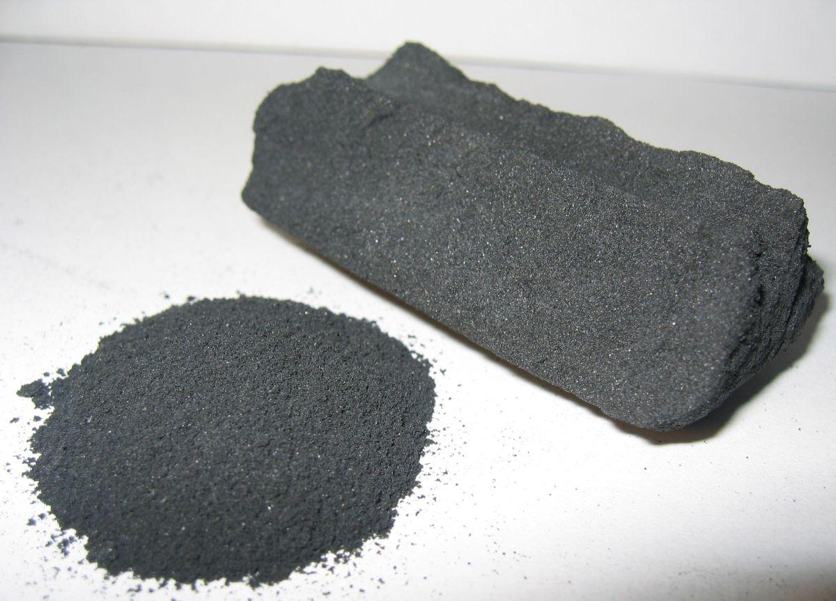 Carbón activado para puntos negros