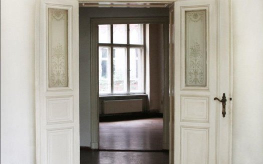 Beautiful door in Gründerzeit style
