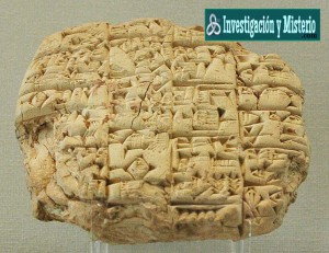 Sobre estas l%C3%ADneas una de las fascinantes y desconcertantes tablillas sumerias recuperadas por los arque%C3%B3logos 300x231 - Apkallus o Anunnakis los antiguos dioses sumerios