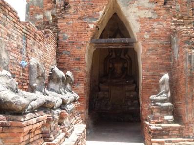 Vista de Wat Mahathat, con el refuerzo de estructuras llevados a cabo