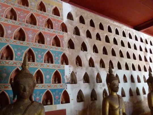 Restauración de parte de las pinturas del claustro de Wat Sisaket